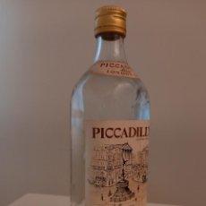 Coleccionismo de vinos y licores: BOTELLA ANTIGUA PICCADILLY LONDON GIN FINE DRY. Lote 244732145