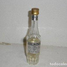 Coleccionismo de vinos y licores: ANTIGUA BOTELLITA AKUAVIT SCHNAPPS NOGUERAS COMAS - BARCELONA. Lote 244771890