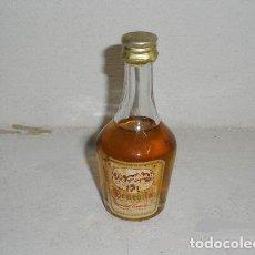 Coleccionismo de vinos y licores: ANTIGUA BOTELLITA DE LICOR SUPERFINO BENEDIT. Lote 244772415