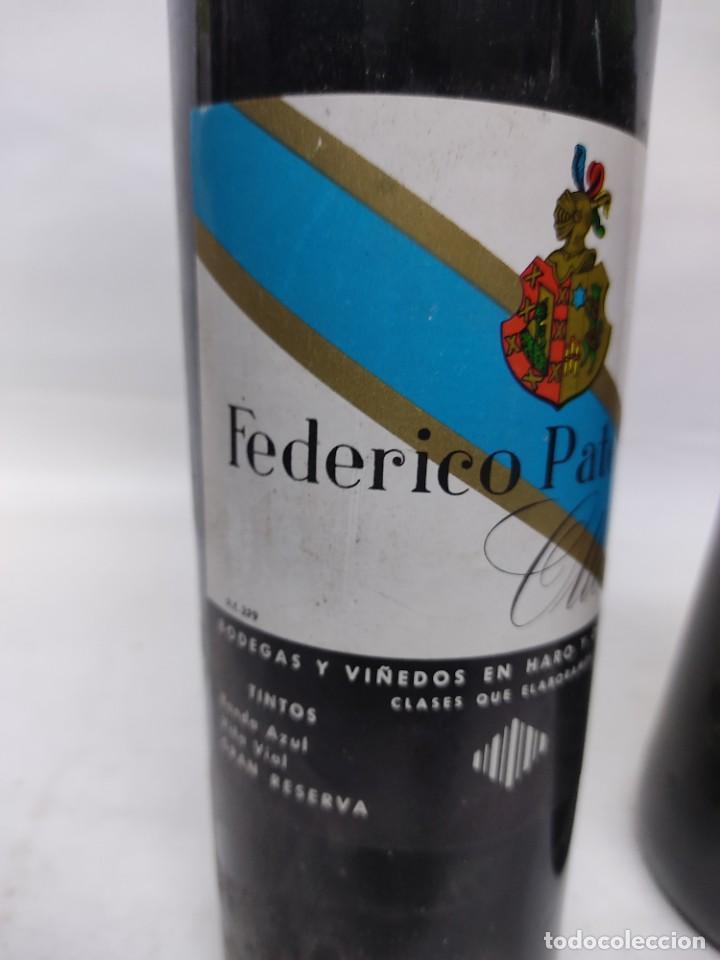 Coleccionismo de vinos y licores: ANTIGUAS DOS BOTELLAS VINO. RIOJA. FEDERICO PATERNINA. OLLAURI. SIN ABRIR - Foto 2 - 253143200
