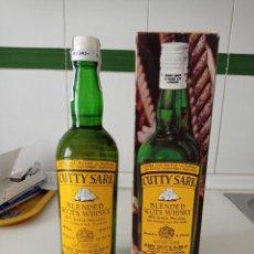 Collectionnisme de vins et liqueurs: ANTIGUA BOTELLA DE WHISKY DE 75 CL CUTTY SARK PRECINTA 8 PESETAS EN PERFECTO ESTADO. Lote 258124400