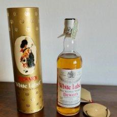 Coleccionismo de vinos y licores: ANTIGUA BOTELLA- WHISKY DEWAR'S WHITE LABEL - EN FELICITACION1979- SIN ABRIR. Lote 261220555