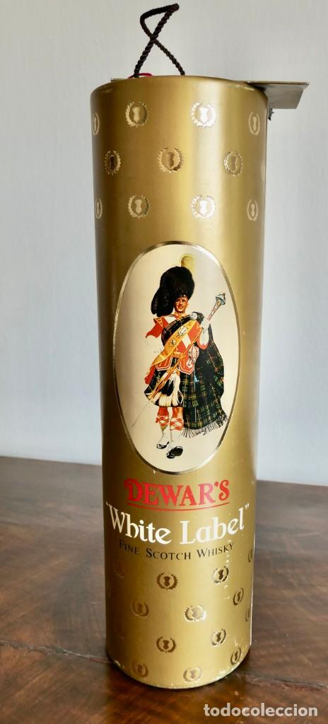 Coleccionismo de vinos y licores: ANTIGUA BOTELLA- Whisky Dewars White Label - EN FELICITACION1979- SIN ABRIR - Foto 10 - 261220555