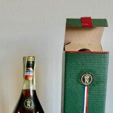Coleccionismo de vinos y licores: ANTIGUO COGNAC NAPOLÉON RESERVE OF FRANCE LEOPOLD BRUGEROLLE- SIN ABRIR-IMPUESTO 80 CENTIMOS. Lote 261223885