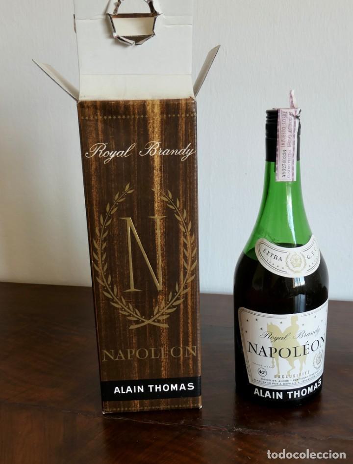 ANTIGUO ROYAL BRANDY NAPOLÉON ALAIN THOMAS- CAJA ORIGINAL- SIN ABRIR- IMPUESTO 4 EUROS. (Coleccionismo - Botellas y Bebidas - Vinos, Licores y Aguardientes)