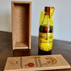 Coleccionismo de vinos y licores: ANTIGUA BOTELLA CARDENAL MENDOZA- SÁNCHEZ ROMATE JEREZ- CAJA ORIGINAL -IMPUESTO 4 PESETAS. Lote 261226580