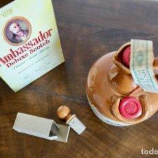 Coleccionismo de vinos y licores: ANTIGUA BOTELLA AMBASSADOR DELUXE SCOTCH BLENDED SCOTCH WHISKY-THAYLOR & FERGUSON - SIN ABRIR. Lote 261228660
