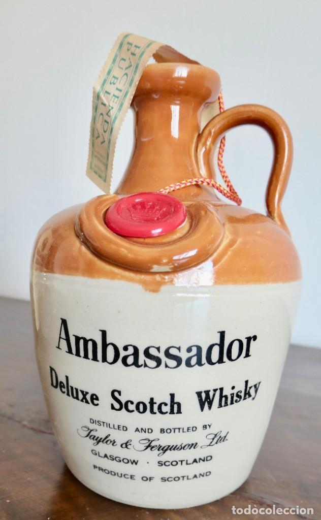 Coleccionismo de vinos y licores: ANTIGUA BOTELLA AMBASSADOR DELUXE SCOTCH BLENDED SCOTCH WHISKY-THAYLOR & FERGUSON - SIN ABRIR - Foto 4 - 261228660