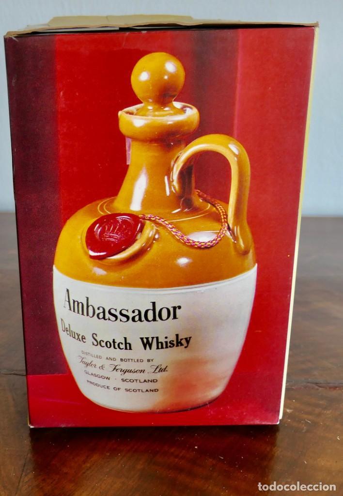 Coleccionismo de vinos y licores: ANTIGUA BOTELLA AMBASSADOR DELUXE SCOTCH BLENDED SCOTCH WHISKY-THAYLOR & FERGUSON - SIN ABRIR - Foto 9 - 261228660