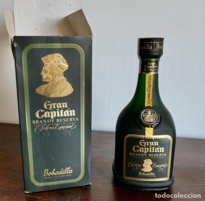 ANTIGUA BOTELLA GRAN CAPITÁN BRANDY RESERVA SOLERA ESPECIAL- SIN ABRIR EN SU CAJA ORIGINAL (Coleccionismo - Botellas y Bebidas - Vinos, Licores y Aguardientes)