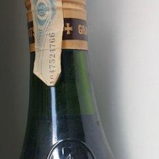 Coleccionismo de vinos y licores: BOTELLA GRAN LICOR AROMES DEL MONTSERRAT. Lote 261294950