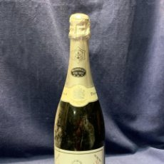 Coleccionismo de vinos y licores: CHAMPAGNE DEMI-SEC VEUVE CLICQUOT PONSARDIN FRANCE 1772-1972 BICENTENARIO CONMEMORATIVA 32X9CMS. Lote 262946185