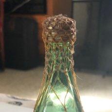 Coleccionismo de vinos y licores: BOTELLIN BRANDY VIEJO (MALLA DORADA). Lote 263759545