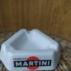 Coleccionismo de vinos y licores: CENICERO ANTIGUO MARTINI VERMOUTH ORNAMINA. Lote 271695518