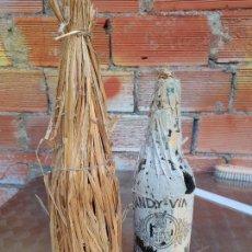 Coleccionismo de vinos y licores: ANTIGUA BOTELLA DE BRANDY VIEJO VETERANO BODEGA OSBORNE 1772 COBERTURA DE PAJA AÑOS 30-40. Lote 271704268
