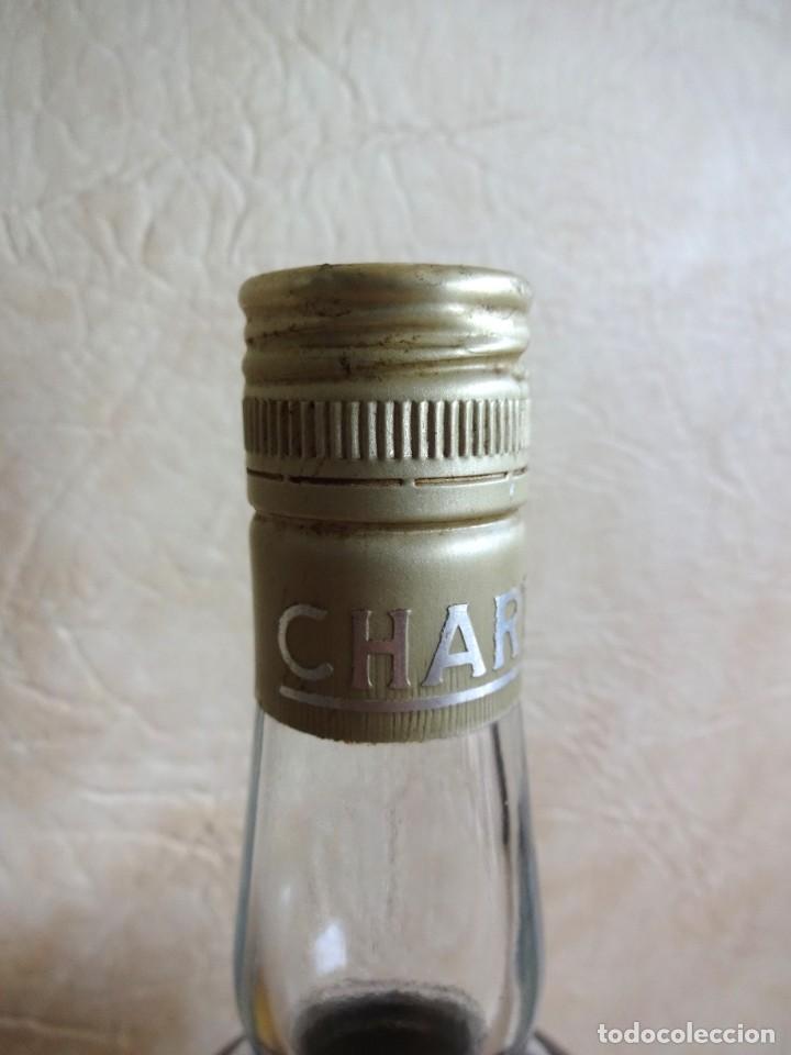 Coleccionismo de vinos y licores: ANTIGUA BOTELLA CHARTREUSE TARRAGONA VERDE SIN ABRIR! - Foto 5 - 272439663