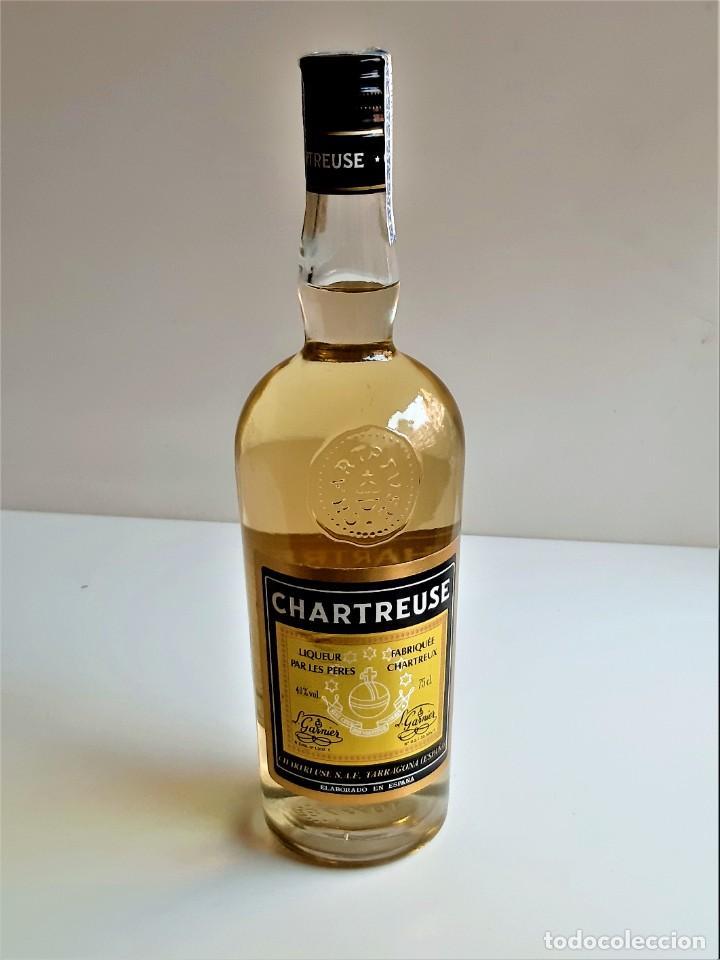 Coleccionismo de vinos y licores: BOTELLA ENTERA CHARTREUSE 75.CL 40%VOL - 31.CM ALTO - Foto 18 - 275239648