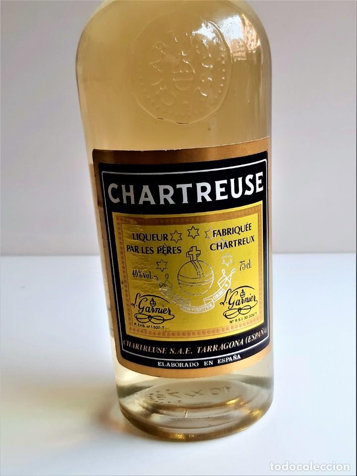 Coleccionismo de vinos y licores: BOTELLA ENTERA CHARTREUSE 75.CL 40%VOL - 31.CM ALTO - Foto 5 - 275239648