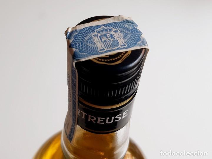Coleccionismo de vinos y licores: BOTELLA ENTERA CHARTREUSE 75.CL 40%VOL - 31.CM ALTO - Foto 8 - 275239648