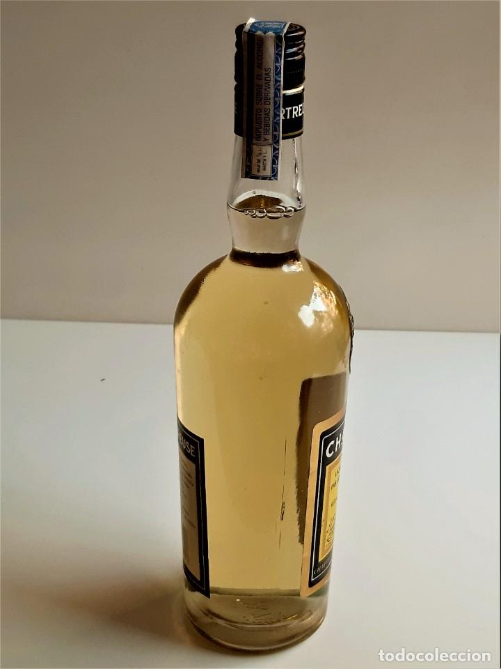 Coleccionismo de vinos y licores: BOTELLA ENTERA CHARTREUSE 75.CL 40%VOL - 31.CM ALTO - Foto 13 - 275239648