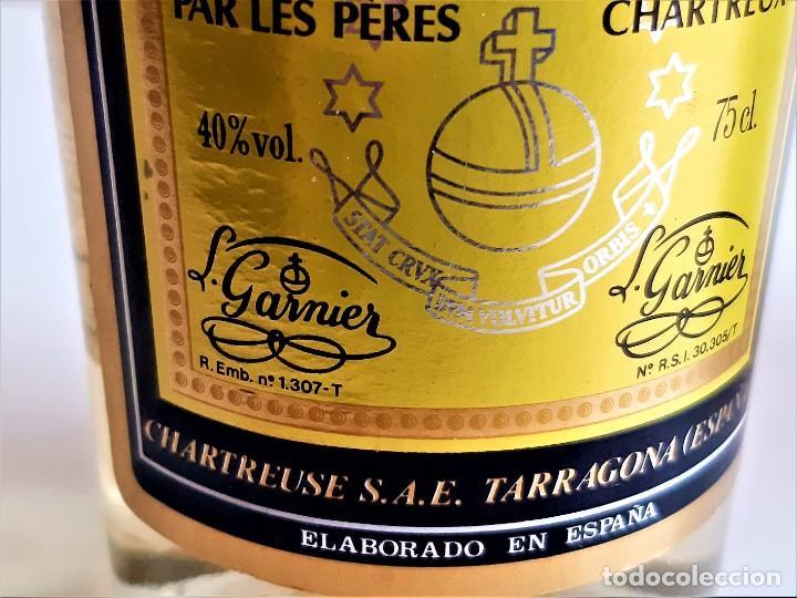 Coleccionismo de vinos y licores: BOTELLA ENTERA CHARTREUSE 75.CL 40%VOL - 31.CM ALTO - Foto 14 - 275239648