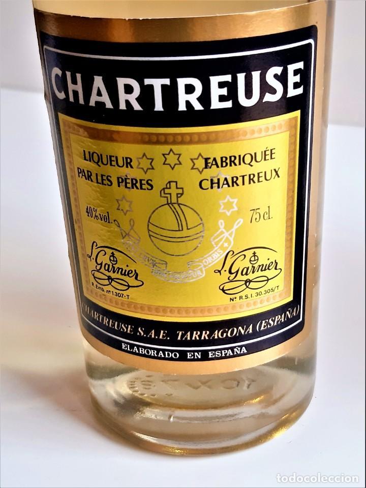 Coleccionismo de vinos y licores: BOTELLA ENTERA CHARTREUSE 75.CL 40%VOL - 31.CM ALTO - Foto 15 - 275239648