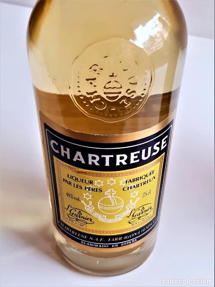 Coleccionismo de vinos y licores: BOTELLA ENTERA CHARTREUSE 75.CL 40%VOL - 31.CM ALTO - Foto 16 - 275239648