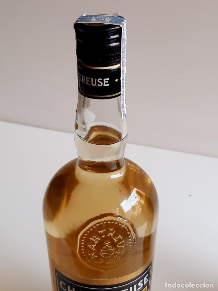 Coleccionismo de vinos y licores: BOTELLA ENTERA CHARTREUSE 75.CL 40%VOL - 31.CM ALTO - Foto 17 - 275239648