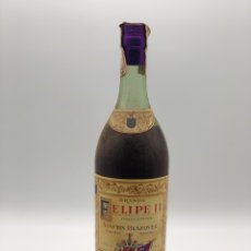 Colecionismo de vinhos e licores: ANTIGUA BOTELLA DE BRANDY FELIPE II, AGUSTIN BLAZQUEZ. SIN ABRIR. SELLO 80 CENTIMOS. Lote 275538768