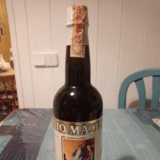 Coleccionismo de vinos y licores: ANTIGUA BOTELLA DE VINO FINO TÍO MATEO DE PALOMINO Y VERGARA, LLENA Y CERRADA. Lote 280125233