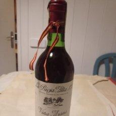 Coleccionismo de vinos y licores: ANTIGUA BOTELLA DE VINO TINTO DE RIOJA VIÑA ARANA SEXTO AÑO 1978 LLENA Y CERRADA. Lote 280614428