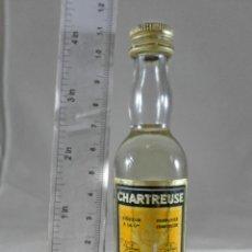 Coleccionismo de vinos y licores: BOTELLITA BOTELLIN CHARTREUSE AMARILLO TARRAGONA. Lote 287709008