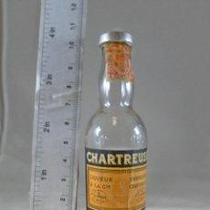 Coleccionismo de vinos y licores: BOTELLITA BOTELLIN CHARTREUSE AMARILLO TARRAGONA. Lote 287711333