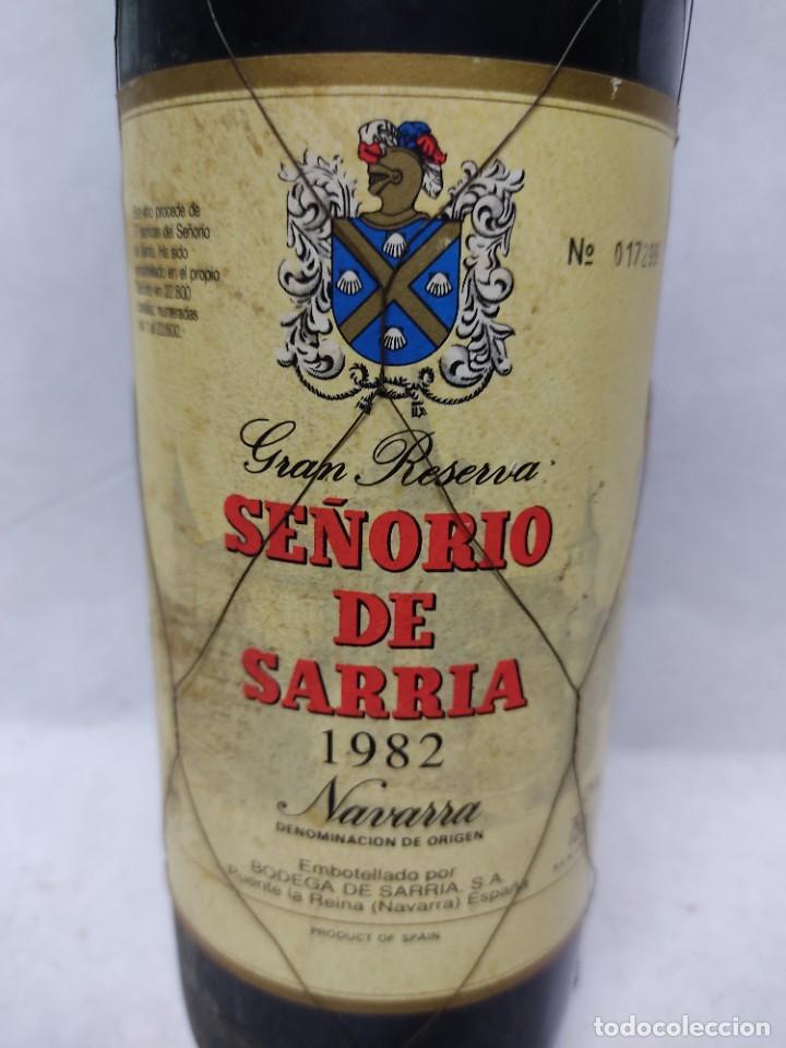 Coleccionismo de vinos y licores: BOTELLA DE VINO TINTO GRAN RESERVA SEÑORIO DE SARRIA 1982.NAVARRA.PUENTE LA REINA - Foto 2 - 287774953