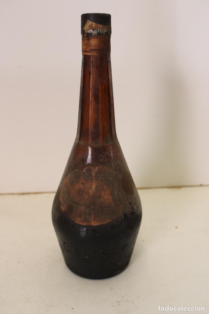 Coleccionismo de vinos y licores: ANTIGUA BOTELLA DE LICOR CALISAY . FERROQUINA. ARENYS DE MAR. PRECINTADA. - Foto 6 - 288603768