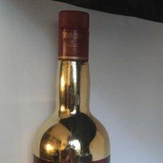 Coleccionismo de vinos y licores: BOTELLA DORADA PONCHE BOBADILLA 103 JEREZ. Lote 292114518