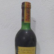 Coleccionismo de vinos y licores: ANTIGUA BOTELLA DE VINO TINTO DE LAS BODEGAS ALAVESAS - RIOJA - SOLAR DE SAMANIEGO - RESERVA 1970 -. Lote 293904038