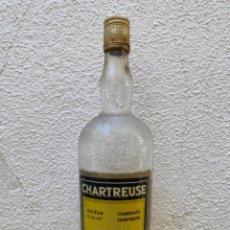 Coleccionismo de vinos y licores: BOTELLA ANTIGUA CHARTREUSE ABIERTA. Lote 294374398