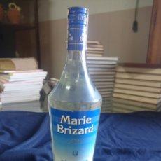 Coleccionismo de vinos y licores: BOTELLA MARIE BRIZARD CON PRECINTO. Lote 294990543