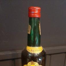 Coleccionismo de vinos y licores: ANTIGUA BOTELLA DE LICOR ALCHOL AMARO CINZANO VILLAFRANCA DEL PANADÉS. Lote 295627088