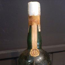 Coleccionismo de vinos y licores: ANTIGUA BOTELLA LICOR ESTOMACAL AROMAS DEL PANADÉS DESTILARIAS ALBERTI. Lote 295627923