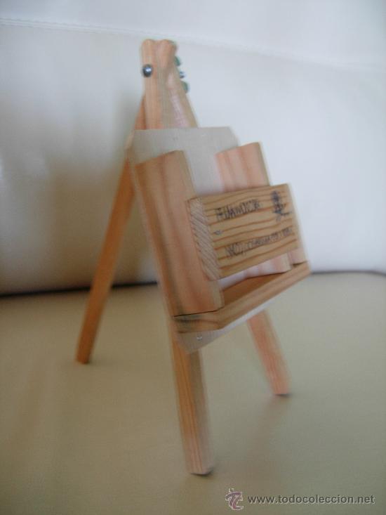 Coleccionismo: Trípode soporte para el paquete de cigarrillos y el mechero o cerillas, en madera, de 21,5x10x4,5 cm - Foto 2 - 26675648