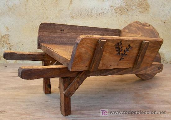 Carretilla de madera tallada jardin jard36 comprar for Carretillas de madera para jardin