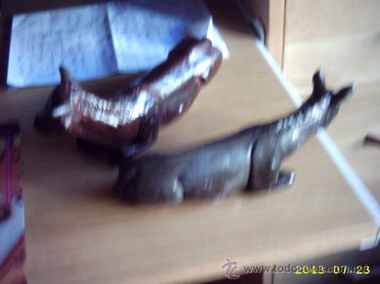 Coleccionismo: Vaca y mula de Belén decorada en escayola unos 10 cms - Foto 2 - 22584884