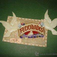 Coleccionismo: EXPECTACULAR TARJETA DE FELICITACION ANIMADA, TROQUELADA , RELIEVE Y FONDO SEDA.ESPAÑOLA AÑO 1910S.. Lote 23339029