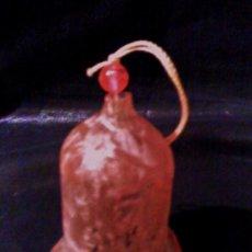 Coleccionismo: CAMPANA / CAMPANILL - CRISTAL / VIDRIO GLASE - MED. 7 CM. ALTURA - ROSA - SE PUEDE COLGAR - AÑOS 70. Lote 24074367