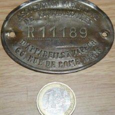 Coleccionismo: ANTIGUAPLACA DE ASOCIACION DE PROPIETARIOS PARISINOS. Lote 27172272