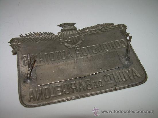Coleccionismo: ANTIGUA PLACA DE CONDUCTOR DE AUTOTAXIS....AYUNTº. DE BARCELONA - Foto 2 - 28175049