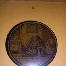Coleccionismo: TABAQUERA DE RAPE ANTIGUA, PAPEL MACHE CON PAISAJE ESCENA DE JUEGO,CARTAS(BARAJA)PRINCIPIO S. XIX . Lote 29139477