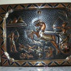 Coleccionismo: PRECIOSO CUADRO DE COBRE QUE REPRESENTA LAS GUERRAS EN ANTIGUO EGIPTO. 64 X 49,8 CM.. Lote 29952062